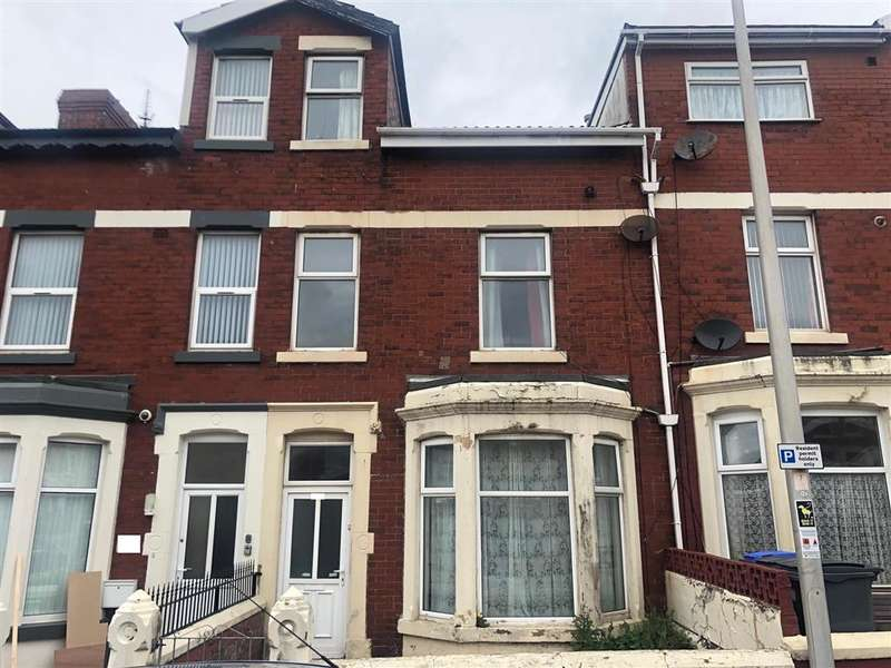 8 Bedrooms Terraced House for sale in Westmorland Avenue, Blackpool, FY1 5PG