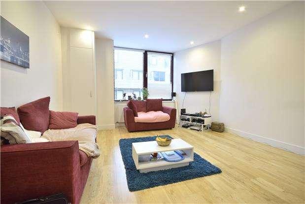 2 Bedrooms Flat for rent in Consort Way, Horley, Surrey, RH6