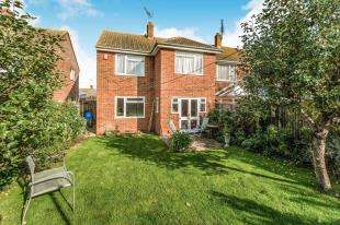 3 Bedrooms Semi Detached House for sale in Foxley Road, Queenborough, Kent