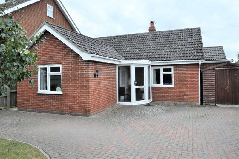 3 Bedrooms Detached Bungalow for sale in Norwich Road, Halesworth