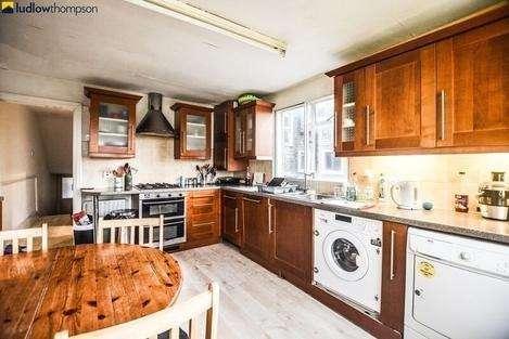 3 Bedrooms Flat for rent in Friern Road, London SE22