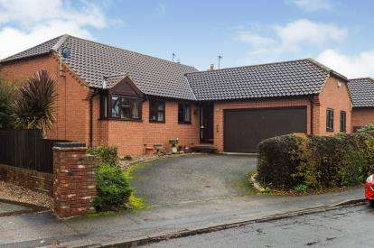 3 Bedrooms Bungalow for sale in Old Tollerton Road, Gamston, Nottingham, Nottinghamshire