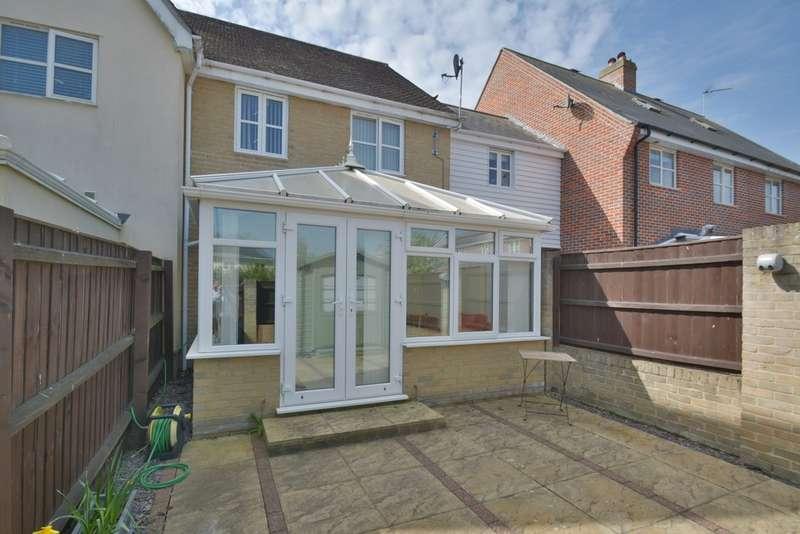 3 Bedrooms Semi Detached House for sale in Tudor Rose Way, Harleston