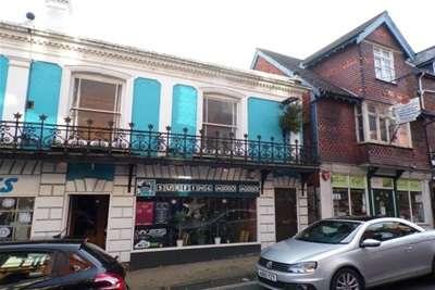 2 Bedrooms Flat for rent in LYNDHURST