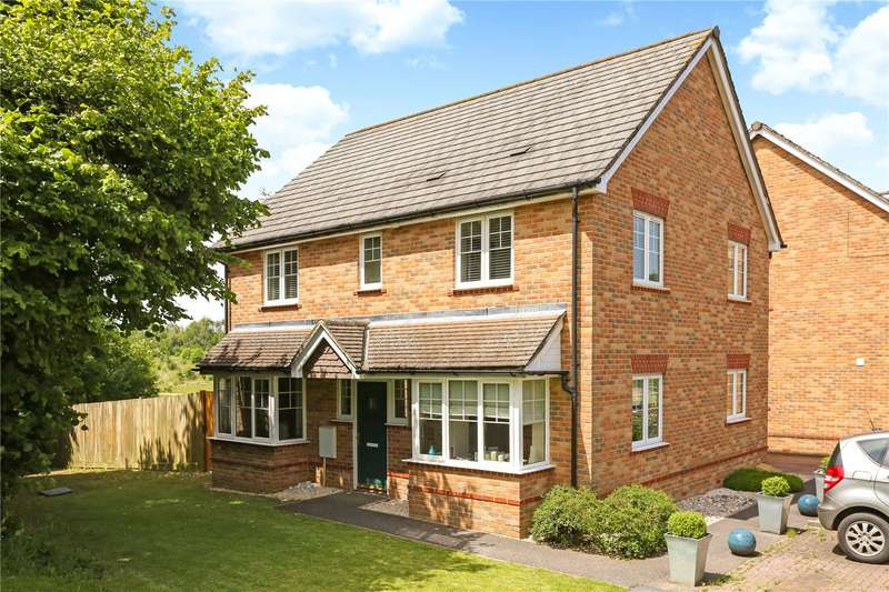 4 Bedrooms Detached House for sale in Lark Rise, Liphook, Hampshire, GU30