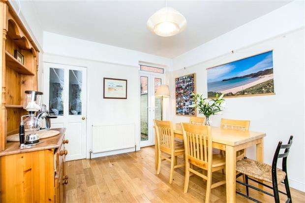 3 Bedrooms Terraced House for sale in Elgar Road South, Reading, Berkshire