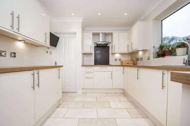 4 Bedrooms Detached House for rent in Drews Court, Churchdown, Gloucester