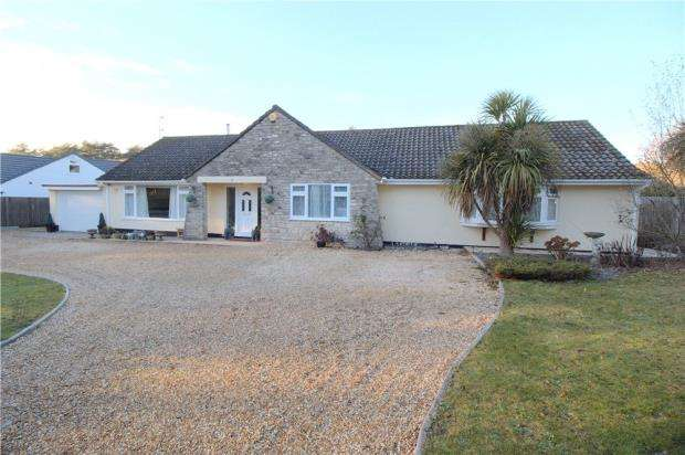 3 Bedrooms Detached Bungalow for sale in Ashley Heath, Ringwood, Hampshire, BH24