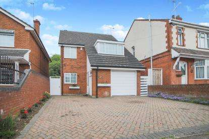 4 Bedrooms Detached House for sale in Compton Avenue, Luton, Bedfordshire, United Kingdom