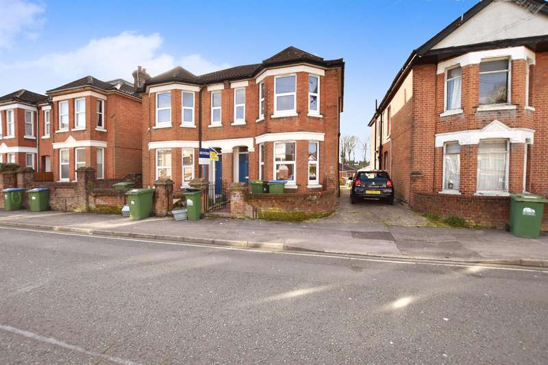 4 Bedrooms Semi Detached House for rent in Newcombe Road, Southampton, Hampshire, SO15 2FS