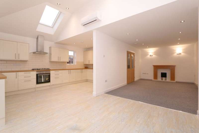 3 Bedrooms Semi Detached Bungalow for sale in Ventnor Close, Denton, Manchester, M34