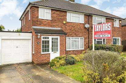 3 Bedrooms Semi Detached House for sale in Mendip Way, Luton, Bedfordshire