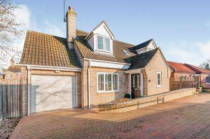 3 Bedrooms Bungalow for sale in Thistle Drive, Peterborough, Cambridgeshire