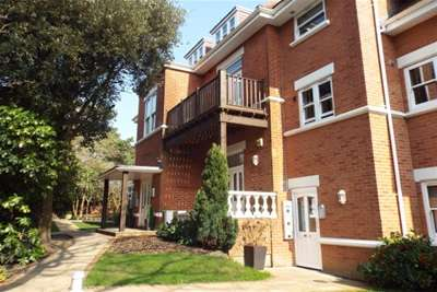 2 Bedrooms Flat for rent in Meyrick Park Crescent, Bournemouth