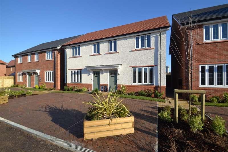 3 Bedrooms Semi Detached House for sale in Orwell Road, SANDYMOOR, Runcorn, WA7
