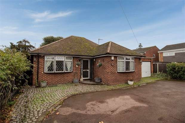 3 Bedrooms Detached Bungalow for sale in Exeforde Avenue, Ashford, Surrey