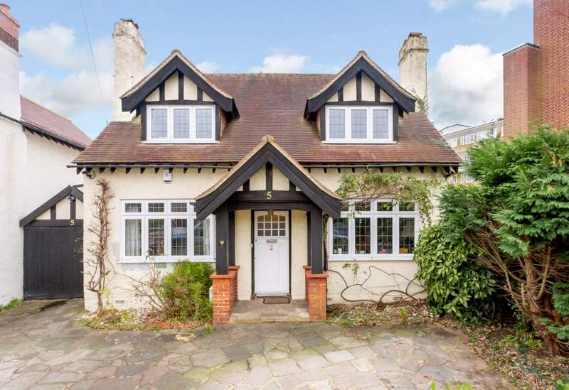 4 Bedrooms Detached House for sale in Connaught Road, New Malden, KT3