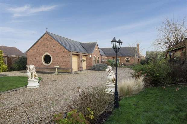 3 Bedrooms Detached Bungalow for sale in Old Village Street, Gunness, Scunthorpe, Lincolnshire