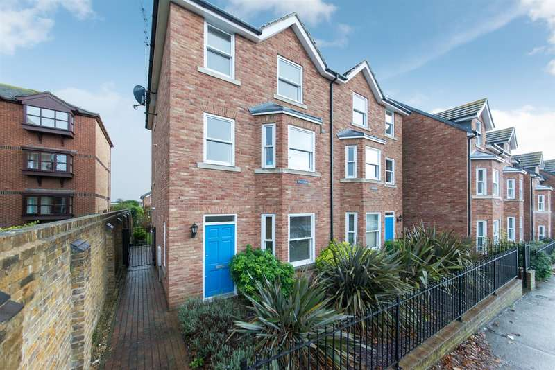 1 Bedroom Flat for sale in Canterbury Road, Westgate-On-Sea