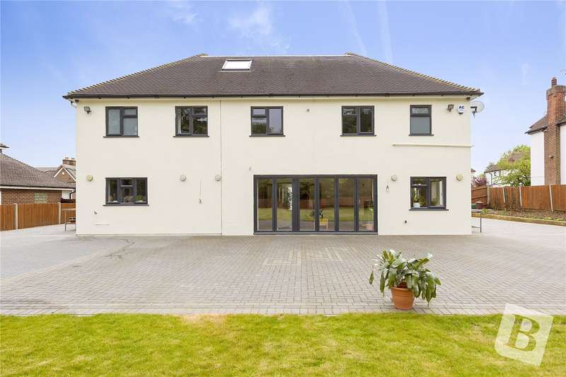 6 Bedrooms House for sale in The Ridgeway, Chatham, Kent, ME4