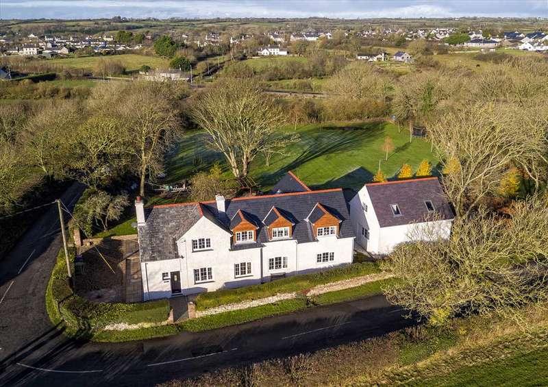 4 Bedrooms Detached House for sale in Rosslyn, Dwyran