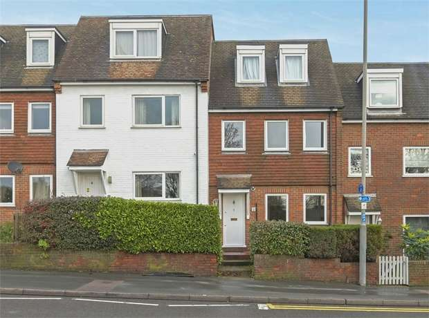 2 Bedrooms Maisonette Flat for sale in Park Road, Chesham, Buckinghamshire