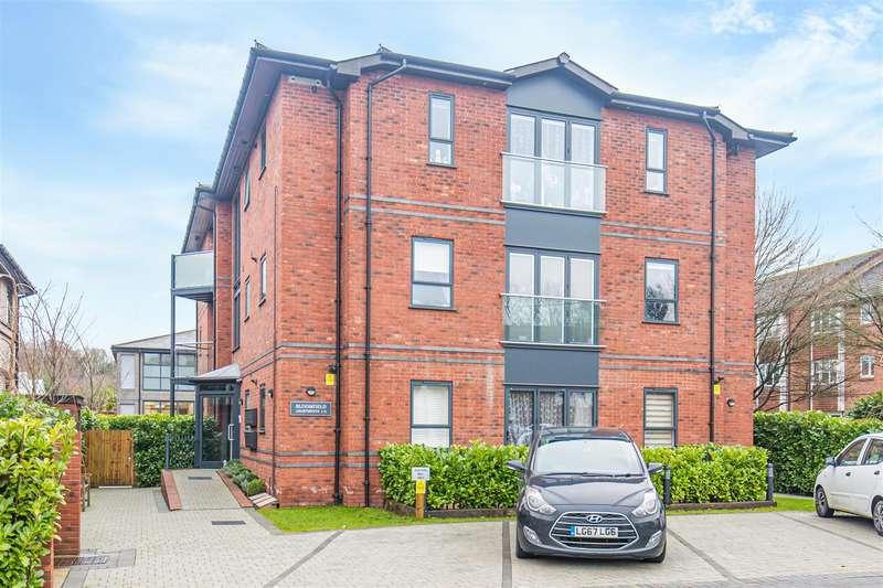 2 Bedrooms Flat for sale in Hortons Way, Westerham
