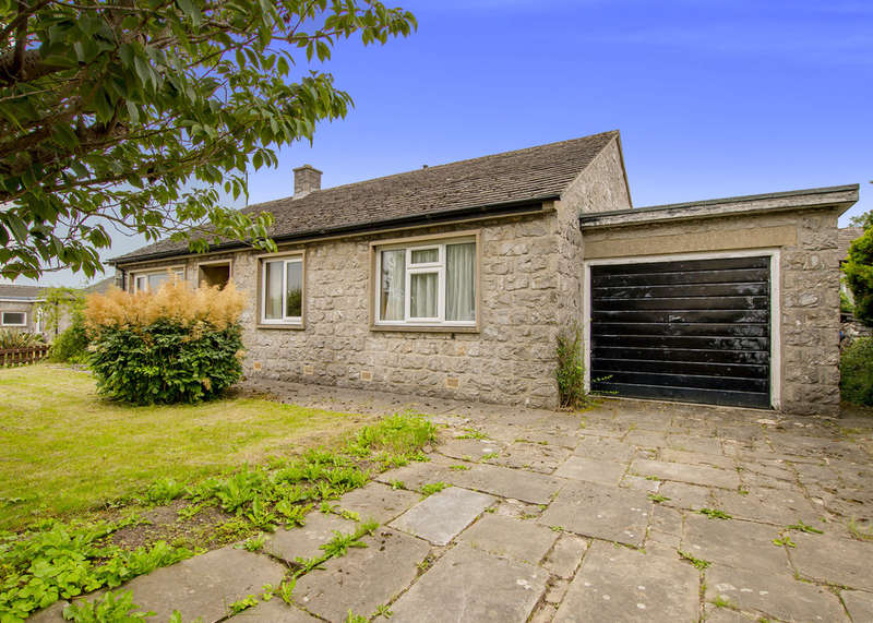 3 Bedrooms Detached Bungalow for sale in The Close, Great Longstone, Bakewell