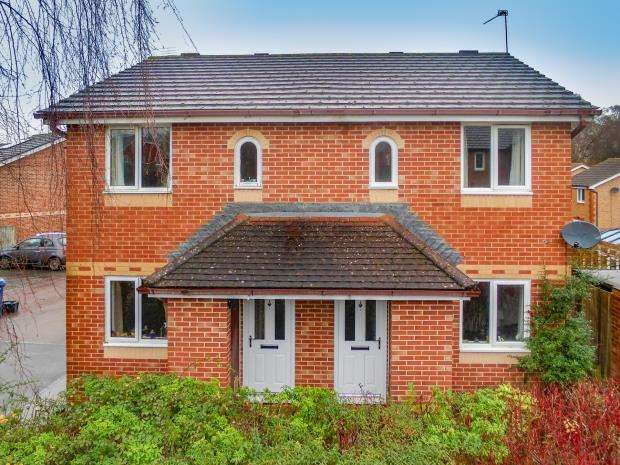 2 Bedrooms Semi Detached House for sale in Gondreville Gardens, Church Crookham, Fleet