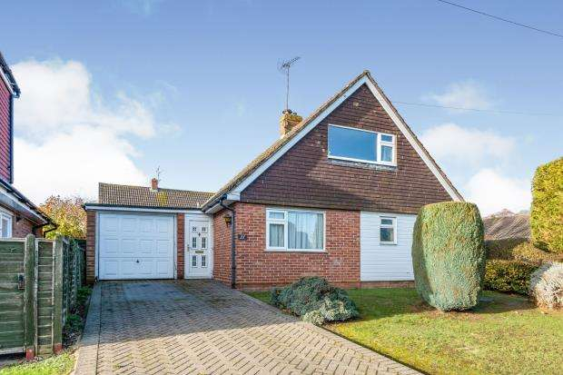 3 Bedrooms Detached House for sale in Hook, Hampshire