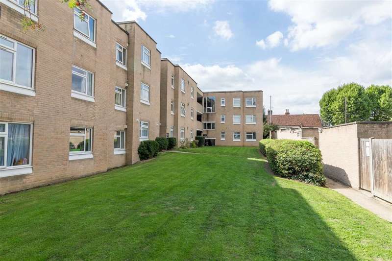 2 Bedrooms Apartment Flat for sale in Brickendon Court, Hoddesdon