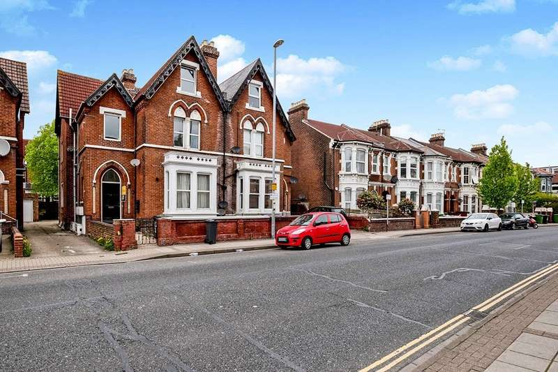 2 Bedrooms Maisonette Flat for sale in Victoria Road North, Southsea, Hampshire, PO5