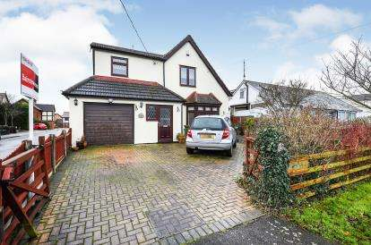 3 Bedrooms Detached House for sale in Noak Bridge, Essex