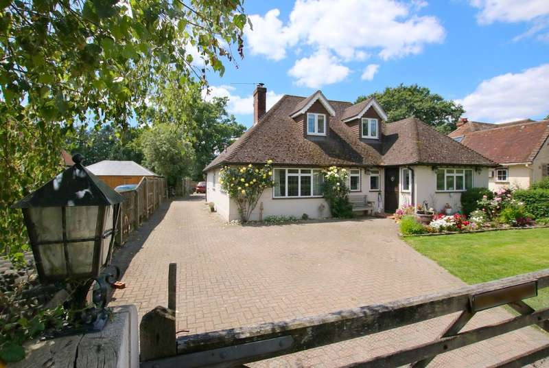 4 Bedrooms Chalet House for sale in Balmer Lawn Road, Brockenhurst, Hampshire