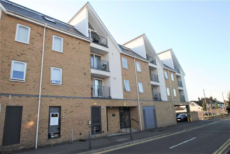 2 Bedrooms Apartment Flat for sale in Lambeth Road, Benfleet