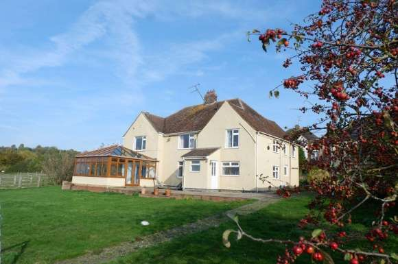 6 Bedrooms Detached House for rent in Castle Hill Road, Totternhoe Dunstable