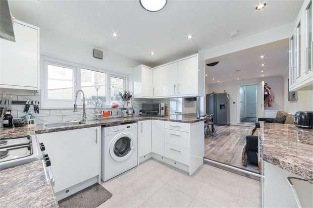3 Bedrooms Terraced House for sale in Roland Road, Walthamstow, London