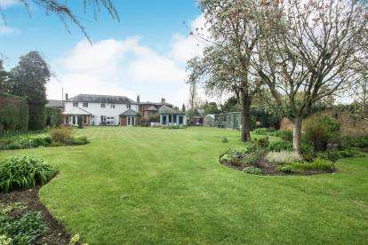 4 Bedrooms Detached House for sale in Watling Street, Hockliffe, Leighton Buzzard, Bedfordshire