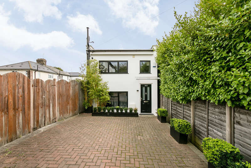 2 Bedrooms Detached House for sale in Mashie Road, London