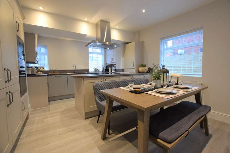 3 Bedrooms Property for sale in Frederick Avenue LS9