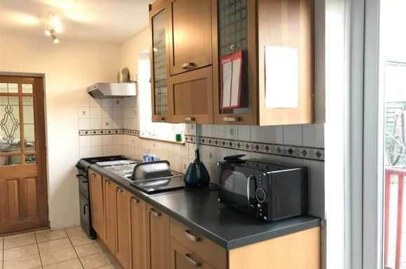 3 Bedrooms Detached House for rent in Carisbrooke Road, Bushbury, Wolverhampton