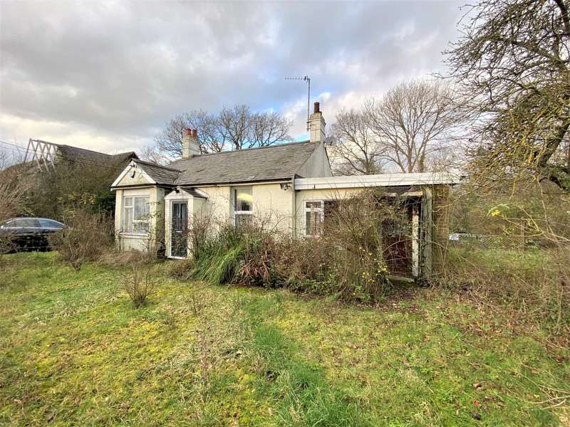 2 Bedrooms Bungalow for sale in Wash Road, Noak Bridge, Laindon