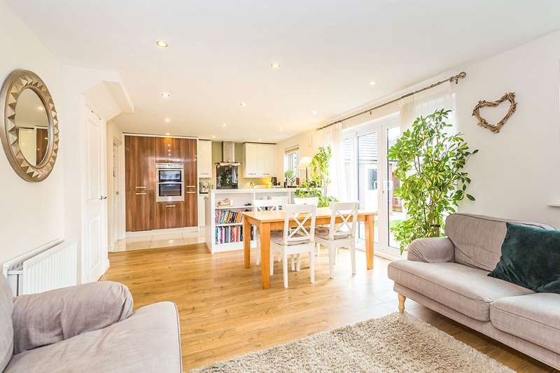 4 Bedrooms Detached House for sale in Border Drive, Buckshaw Village, Chorley, Lancashire, PR7