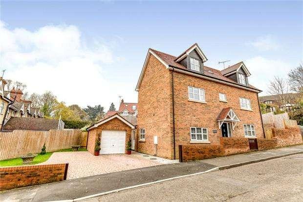 4 Bedrooms Detached House for sale in Lenborough Road, Buckingham, Buckinghamshire