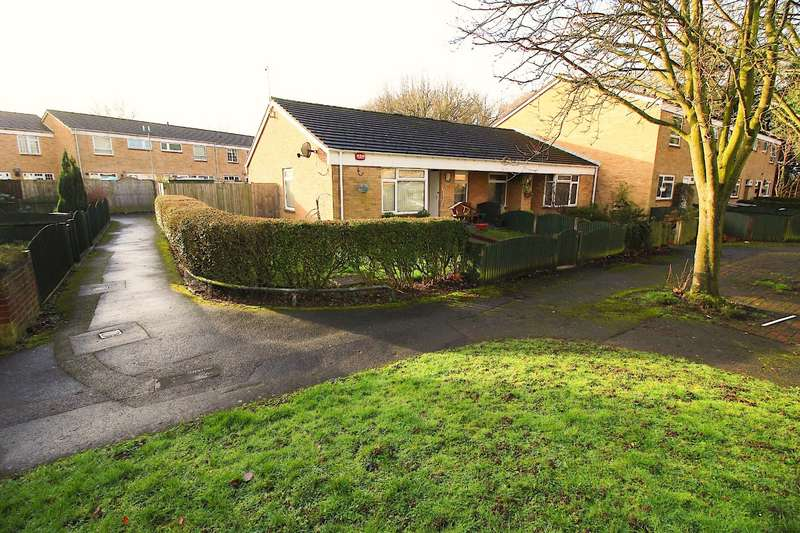 2 Bedrooms Bungalow for sale in Richmond Close, Chatham, Kent, ME5