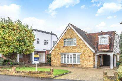 4 Bedrooms Detached House for sale in Barfield Road, Bromley