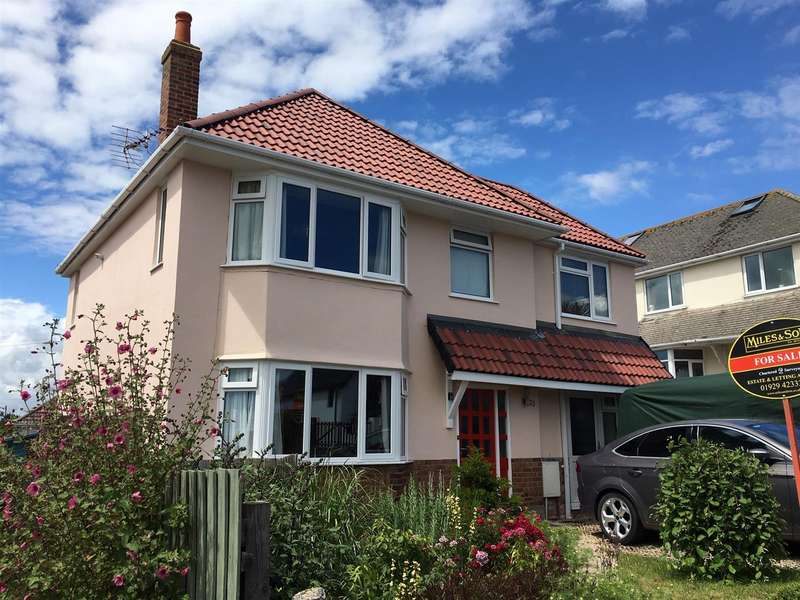 4 Bedrooms Detached House for sale in Bay Crescent, Swanage