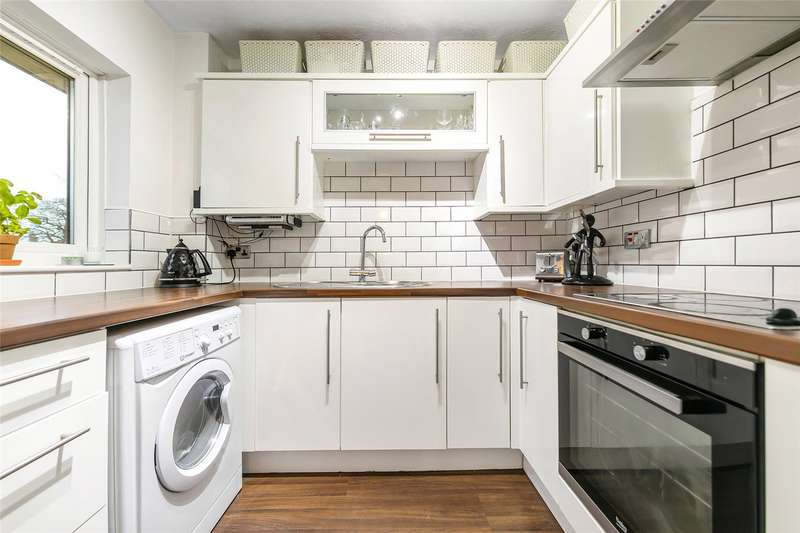 2 Bedrooms Flat for sale in St. Benedicts Close, London, SW17