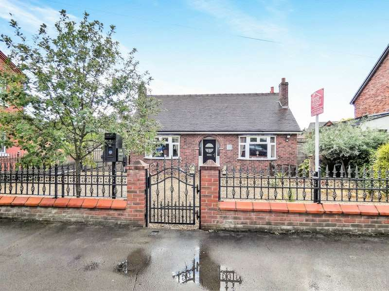 3 Bedrooms Detached House for sale in Barony Road, Nantwich, Cheshire, CW5