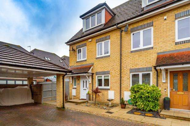 3 Bedrooms End Of Terrace House for sale in Rhyll Gardens, Aldershot, Hampshire